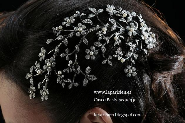 Silver bridal comb. medium casco basty model.